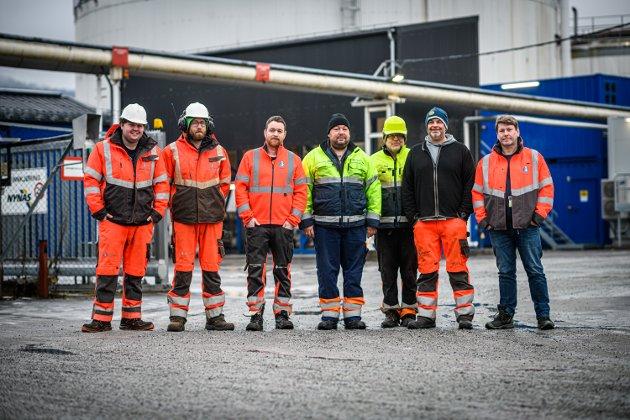 BRYGGESJAUERE: Fra venstre Kim Roland, Thomas Simensen, Tommy Mangrud, Jon Ruud Eriksen, John Skjellin, Oddbjørn Berg og Magne Rognlid.