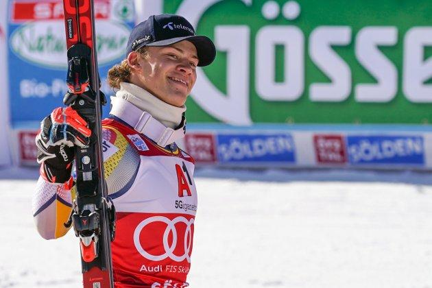 KNALLSTART: Lucas Braathen var i fokus i Sölden etter seier i verdenscupåpningen i storslalåm søndag.