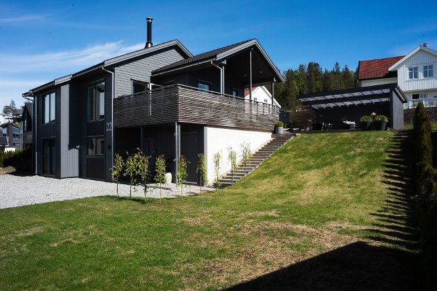 Moran og familien har bygd drømmeboligen på Kniveåsen.