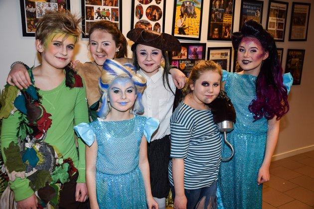 Peter Pan (Erik Kopperud 12 år), Margot (Linett Sanchess 12 år), Kaptein Krok (Even Pedersen 12 år), Havfrue (Hedda Øen Steinseth 11 år), Havfrue (Linnea Svendsen 9 år) og Pettimeter (Hedda Tennebø 9 år)
