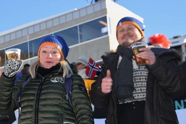 Folk koste seg glugg i hjel i Vikersundbakken i det flotte vinterværet. Se om du kjenner noen fra vår bildeserie. Vi var høyt og lavt - hos Club 253,5 og mange andre steder i bakken.