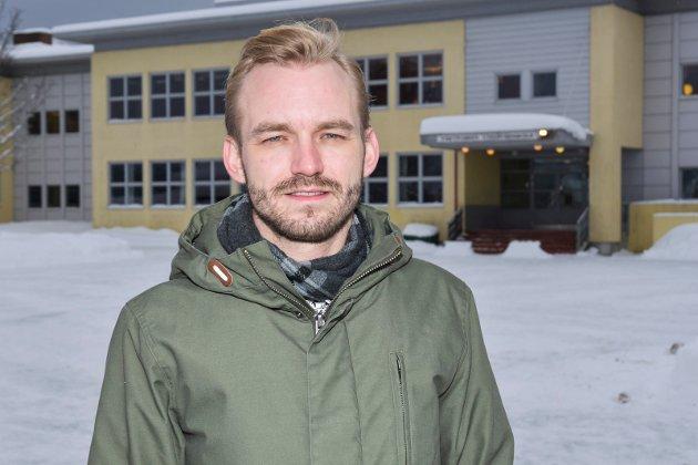 REAGERER: Adrian Tollefsen mener posisjonen med Sp i spiss står for sentralisering i Øvre Eilker.