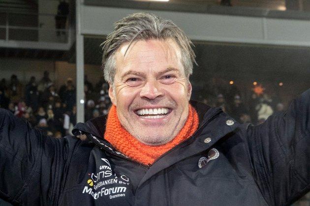 SESONGSLUTT: Vegard Hansen har skrevet om sine tanker, følelser og hvordan det var å berge plassen i Eliteserien.