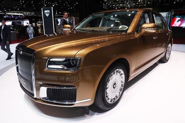 Det var ikke så mange russiske biler på plass i Geneve, men her er ett unntak: Luksus-produsenten Aurus er her med blant annet en skikkelig limousine-utgave av sin Senat. Dette prosjektet er på mange måter russernes svar på Rolls-Royce og det ligger nok ikke lite nasjonal stolthet bak. Aurus er hoffleverandør til russiske myndigheter, det er ventet at rundt halvparten av de 120 bilene de skal bygge i år går dit.  Neste år skal de etter planen øke produksjonen. Men i praksis skal Aurus være utsolgt fram til minst 2021. Ikke dårlig for et så nytt bilmerke!
