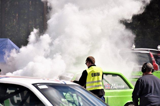 I FYR OG FLAMME: Dramatiske sekunder da bilden til André Nilssen fra nedre Eggedal  tok fyr på startrampa.