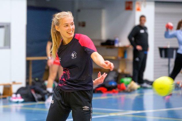 KORONA-TILPASSET: Anna Sveaaas og de andre Hokksund-jentene har drevet «korona-tilpasset» trening uten nærkontakt for å forberede 2020/2021-sesongen.