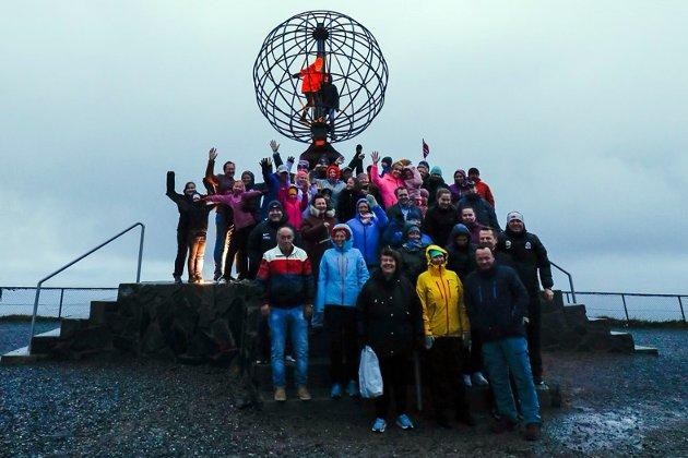 Det var mange som ville være med helt til slutt. Jakten på Bolyst ble avsluttet med fyrverkeri på Nordkapp.