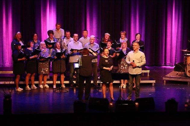 Brandsøykoret heldt ein vakker konsert laurdag kveld i Flora samfunnshus.