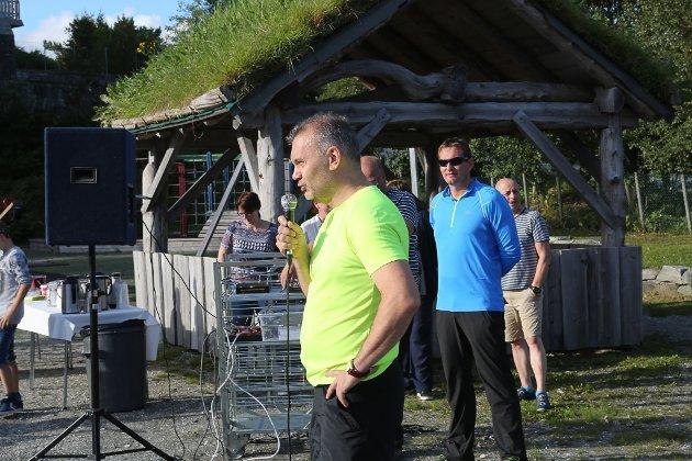 Opning av klatrepark ved Brandsøy skule. Ordførar Ola Teigen opna- leiar i Brandsøy Sportsklubb, Sven-Andre Viken har leia arbeidet.