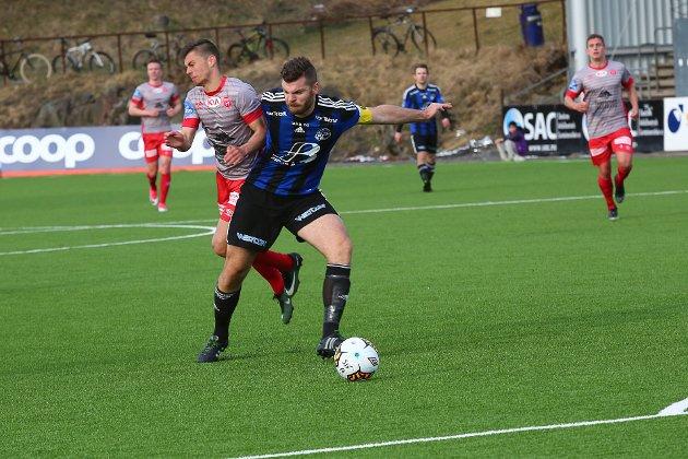 STYRKE: Florøkaptein og hærførar Vegar Gjermundstad blir svært viktig for Florø Fotball no i april.