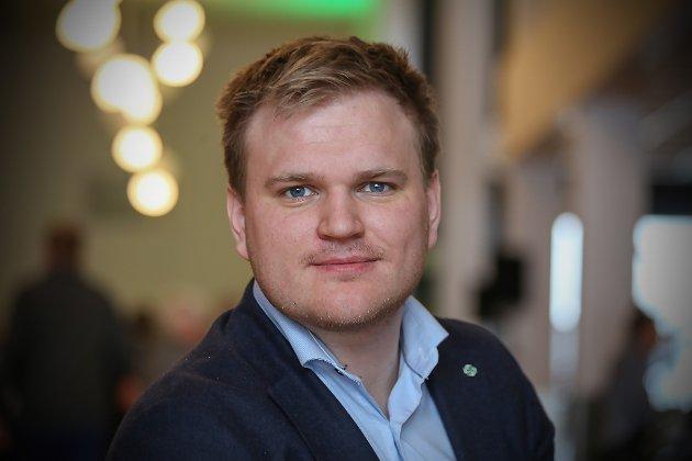 VIL SKROTE FRAMLEGG: Senterpartiets Aleksander Heen frå Årdal  utfordrar regjeringa på å skrote kraftskatteutvalet sitt framlegg om å fjerne lokal kraftskatt, eit framlegg som vil vere skadeleg for økonomien til kommunar som til dømes Bremanger.