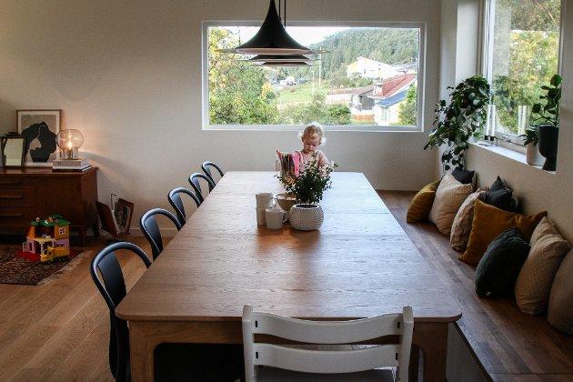 Tor Førde og Maria Blom synest det er viktig Johanna og Aksel har rikeleg med boltreplass i huset dei skal vekse opp i.