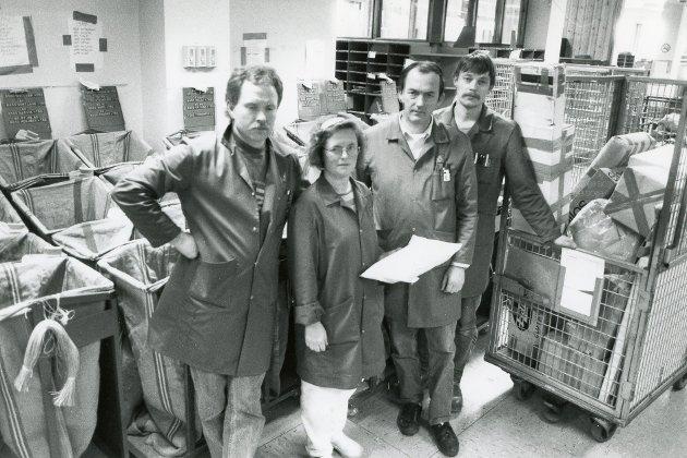 Florø postkobtor i april 1991. Dei tilsette er usikre på framtida, det vert spekulert i om Posten skal flyttast til Førde.