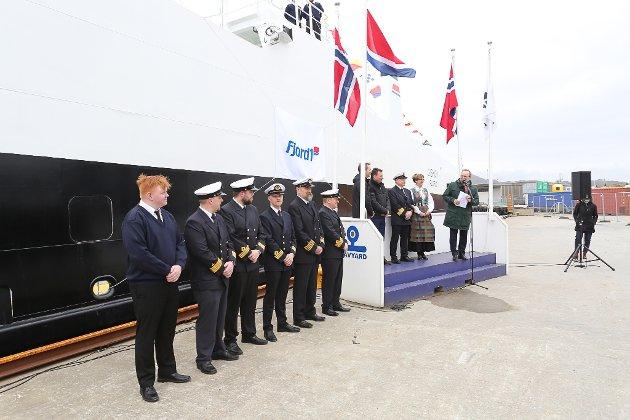 """Fjord1 døypte ferja MF """"Giskøy"""" i Florø. Gudmor var Berit Brendskag Lied, regionvegsjef i SVV- region midt. Adm. dir. Dagfinn Neteland leia seremonien."""