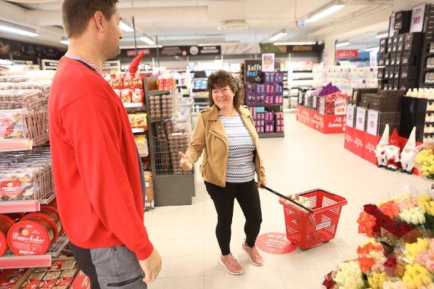 STAMKUNDE: Monica Anette Knapstad (49) likte den nye butikken, men var klar på ho trengde litt tid til å bli kjent igjen.
