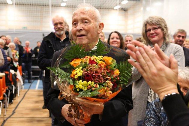 TIL MINNE: Harald Arvid Hauge gjekk bort i mai, men vil bli hugsa som ei kulturell drivkraft, skriv ven og medspelar Kjell Torvanger i dette minneordet. Her frå ei markering i 2016, der Hauge fekk heider for mangeårig innsats for lokalt musikkliv.