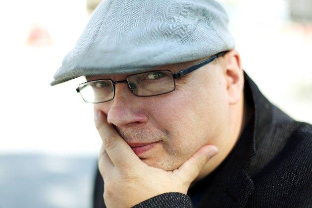 KREV COMEBACK FRÅ DENNE KAREN: Kjartan Olafsson ønskjer seg den faste fredagskommentaren til Arne Hjorth Johansen tilbake i Firdaposten.