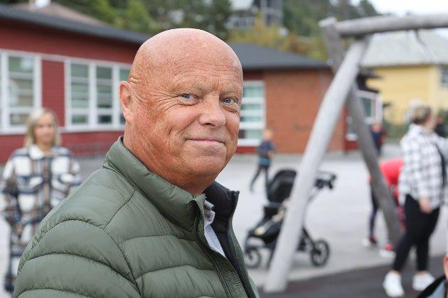 FABRIKKSJEF:  Per Røys ved hjørnesteinsbedrifta Pelagia i Kalvåg ber om at Helse Førde må avvente endringar i ambulansetenesta til den nye forskrifta om responstid er kommen.