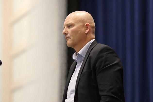 Administrerande direktør Arve Varden kom til Bremangerhallen for å informere om den prehospitale planen for Ytre Bremanger.