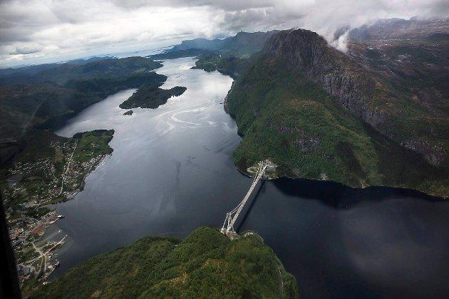 Dalsfjordbrua knyt Fjaler og Askvoll kommunar saman, men om dei vert ein kommune, er endå uklart.