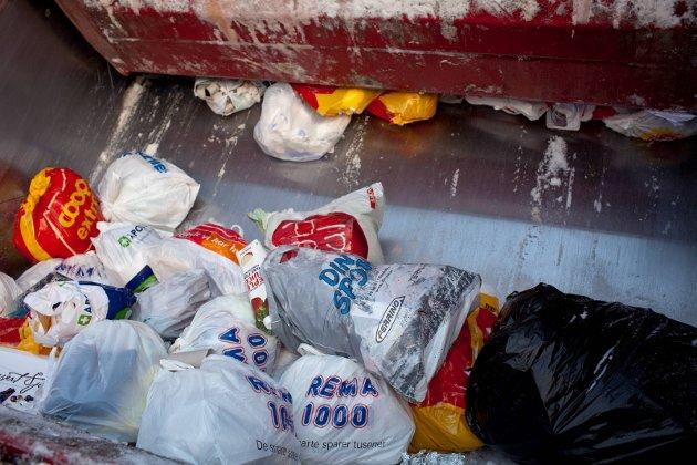 KOR OFTE? Arne Aasland meiner at det blir så lite restavfall når plasten er sortert ut at vi bør vurdere hentefrekvensen.