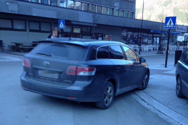 P-ORDNING? Bente Thorsen og Leif Bell i NAF avd. Fjordane og Ytre Sogn spør om det er tid for å vurdere ei parkeringsordning i Førde.
