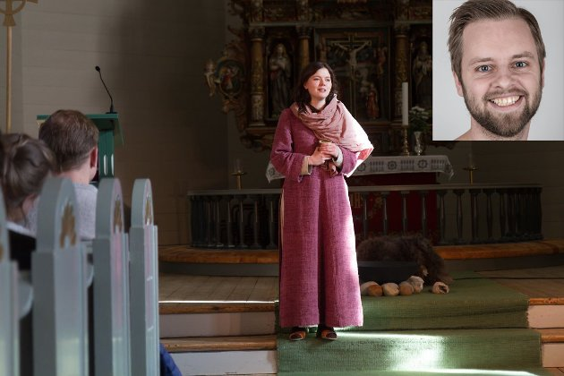 ÅLEINE PÅ SCENA: 24-åringen Reidun Melvær Berge heldt scena, eller alteret, for seg sjølv i rundt 50 minutt.