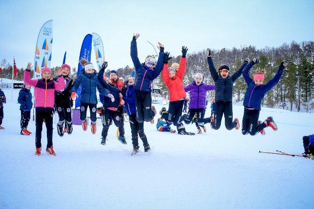TOPP: Ein hoppande glad gjeng etter ein dag på ski.