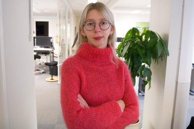 PRAKTIKANT: Emma Johnsen Rødli er praktikant hos Nynorsk avissenter hausten 2019.
