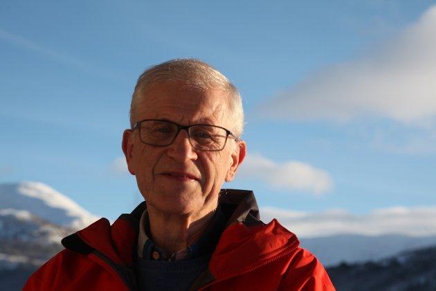 NIVÅ: Leif Kapstad spør om det er slik at Jølster må kutte i tenestene sine for å komme på nivå med dei andre i nye Sunnfjord kommune.