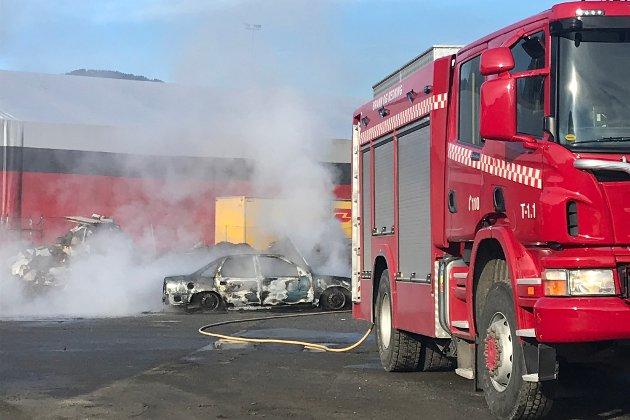 Sunnfjord treng eit kompetent brannvesen også i framtida, skriv Firda-redaktør Kai Aage Pedersen. (Arkivbilde frå ei brannøving på Øyrane i 2019).