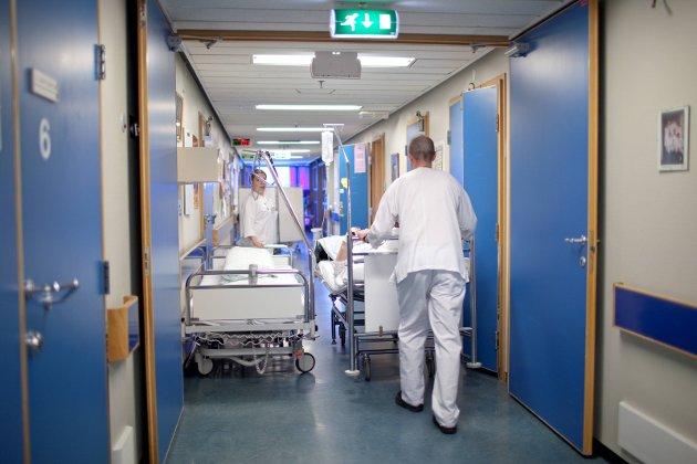 KREVJANDE DAGAR: På helsestasjonane, på sjukeheimane og på sjukehusa veit dei tilsette at det går mot lange og krevande dagar i vekesvis framover.