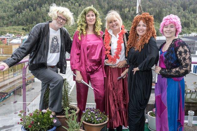 PÅ FØRDE SITT TAK: Frå venstre, Magne Hornnes, June Aasen, Anne Aasen, Eli Aasen og Cecilie Åsen.
