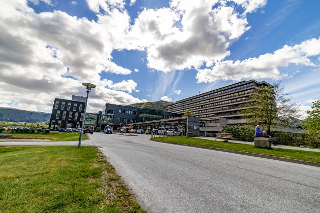 MYTTERI: Leiarar i kirurgisk klinikk ved Førde Sentralsjukehus har organisert seg for å påverke sjukehusdirektøren i ei tilsettingssak.