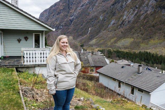 TRIVST: For fire år sidan flytta Malena Thorsen Ynnesdal og kjæresten til Vadheim. Dei kjente nesten ingen her frå før, men eit billig hus lokka dei. Dei har ikkje angra.