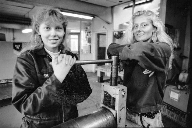 Pass opp gutar, her kjem jentene, skreiv Firda i 1991. Monica Ulriksen og Terese Lerheim frå Balestrand på kurs på Førde yrkesskule.