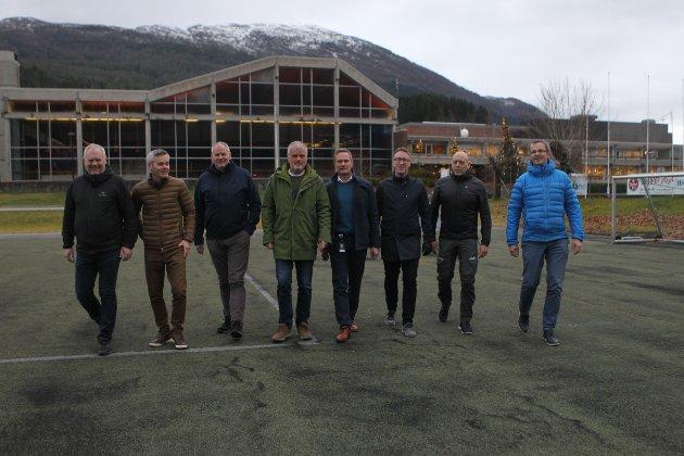 f.v. Oddvar Huseklepp, Arne Helgheim, Tor Opseth, Per Ø. Storevik, Arild Sandvoll, Lars Idar Vegsund, Knut Folkestad , Jan Nikolai Hvidsten
