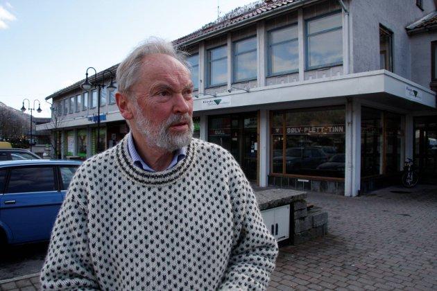 Jenny Følling sine konklusjonar om at Førdehuset no skal omgjerast til eit Idrettens Hus og oppvekstsenter er mildt sagt tøvete, skriv Lidvin M. Osland.