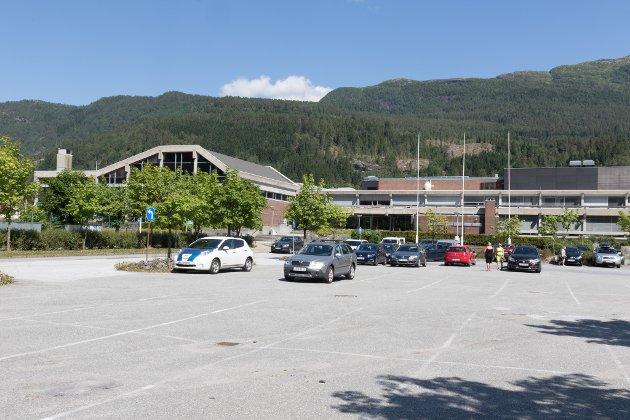 Senterpartiet vil i planstrategien for Sunnfjord kommune framskunde planene for Førdehuset, og vi håper på støtte frå dei andre partia., skriv varaordførar Jenny Følling.