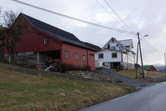 FRÅ 1907: Samsonbruket i Gloppen er frå 1907. Mariel Eikeset Koren og Martin Eikeset Koren kjøpte det i 2019.