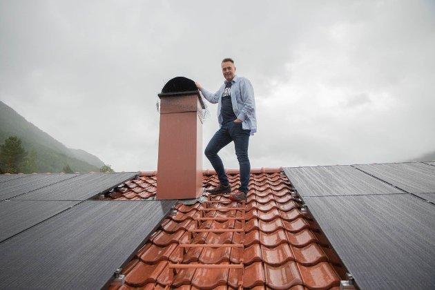 Fakta er i alle fall at solcellepanel på taket langt frå produserer den energimengden ein vanleg hus brukar i året, skriv Odd Frantzen. Han forstår ikkje at det er mogleg for Marius Dalin (bildet)  å betale ned solcellepanelet sitt på 10 år.