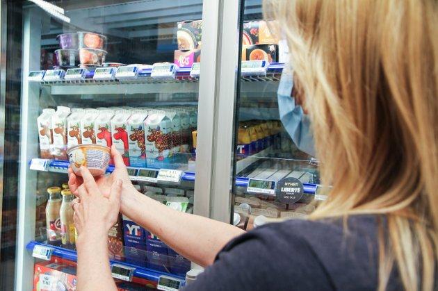 Mange slit med å lese informasjonen på matvare-emballasje, det fører til matsvinn, skriv Martin Malkenes i Blindeforbundet.
