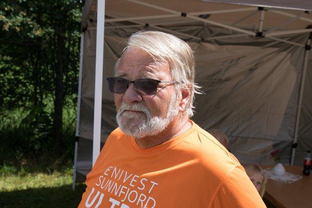 SJEFEN I RIVEDAL: Kjell Vagstad er med å organisere Rivedal Bygdelag sin dugnad i målområdet.