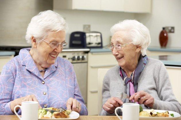 Får du livretten din? Heidi Aagaard tar til orde for at måltidene bør være høydepunkt i tilværelsen, og mener sykehjemmene må ha sine egne kjøkken.  Foto: Colourbox