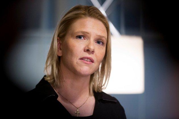Innvandrings- og integreringsminister Sylvi Listhaug (Frp) får på pukkelen for å redusere den økonomiske støtten til enslige mindreårige asylsøkere og for å bære gullkors.