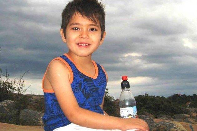 Sju år gamle Masoud Mousavi ble sendt ut av Norge med broren og foreldrene i august. KrF reagerer sterkt på Norges praksis med å sende barn til det utrygge Afghanistan. (Foto: Privat)