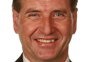 Stein Erik Lauvås sier det er bra Rødt og Ap står sammen om å hindre at Solberg-regjeringen fortsetter, men det slutter også enigheten?