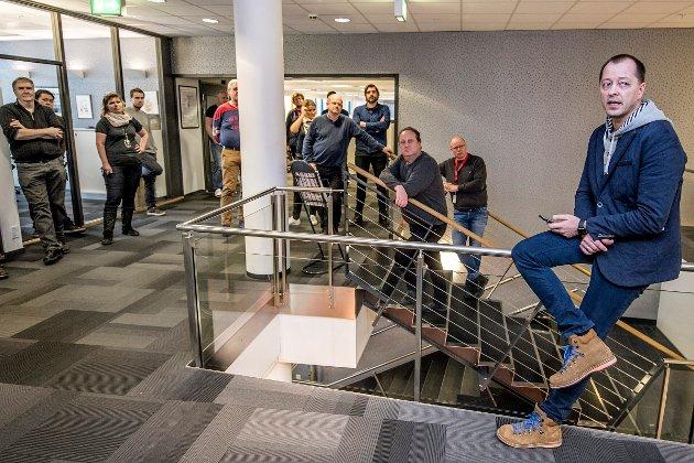 Historisk øyeblikk i FB: Renè Svendsen informerte mandag ansatte i Fredriksstad Blad  om at Amedia har fått nye eiere.