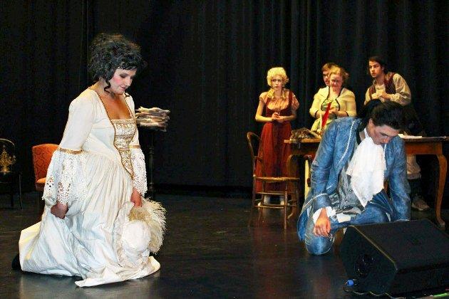 Bilde fra «Den stundesløse» i St.Croix teaterensembles oppsetning som ble brukt som illustrasjon til kronikken.