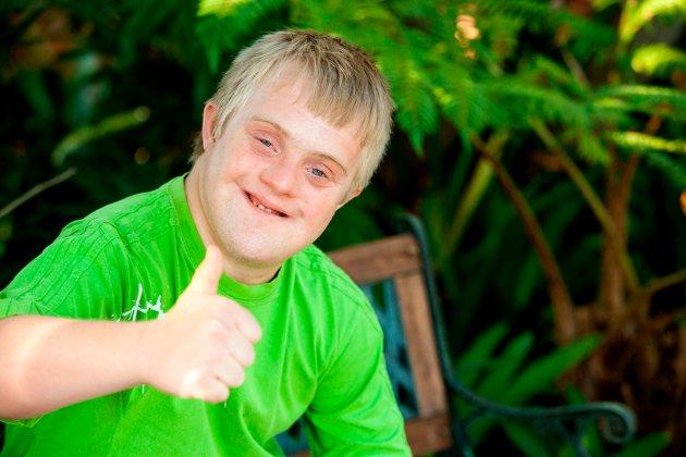Positiv gutt: – For han er det smilet, leken og en klapp på skuldra som betyr noe, skriver Johanne Foss.